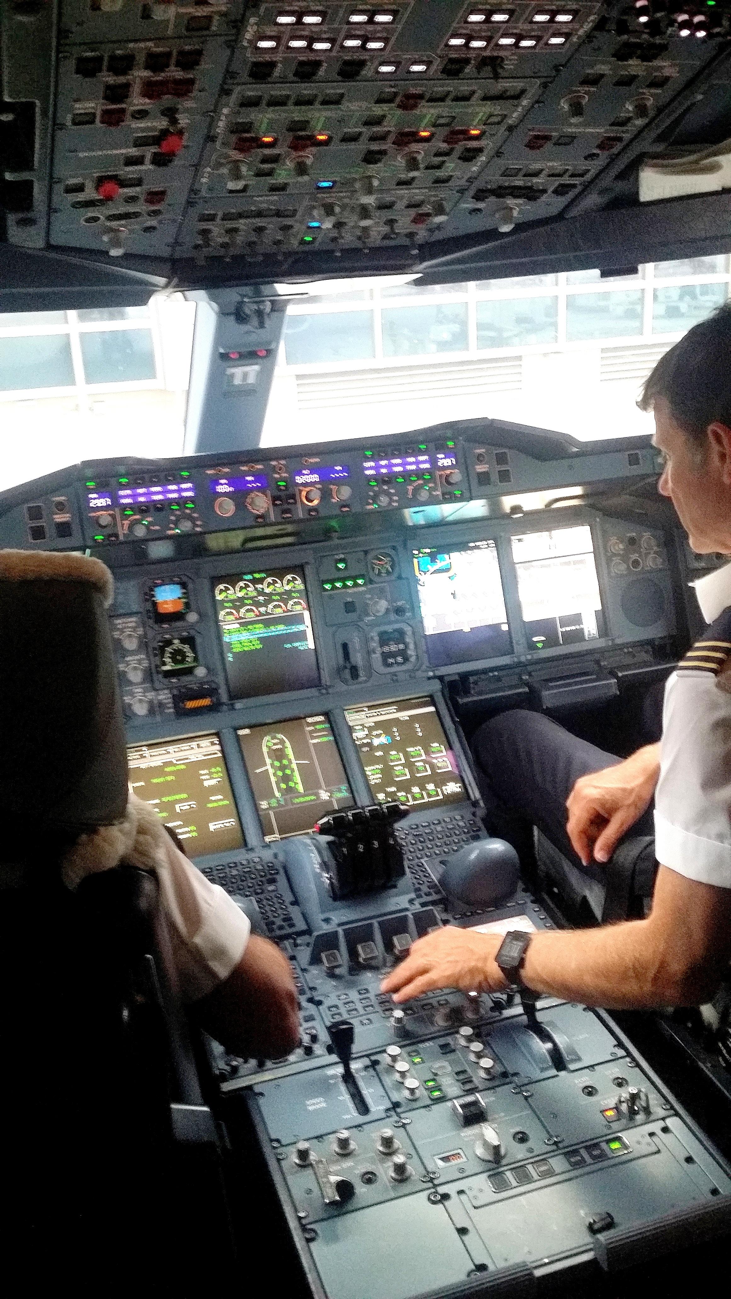 QF A380 COCKPIT